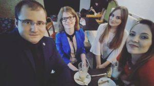 zdjęcie autorki bloga w towarzystwie członków samorządu